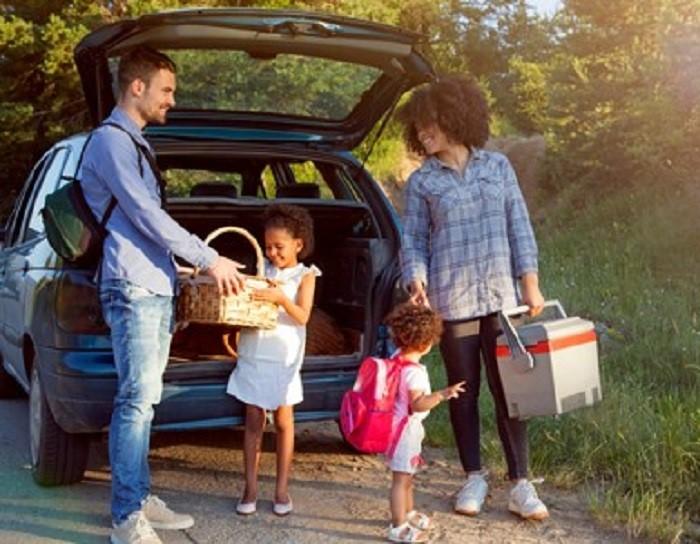 Family unloading car for picnic